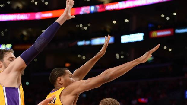 Lakers smoked by Clips in record-setting defeat