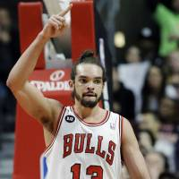 Dunleavy, Noah lead charge as Bulls trounce Rockets