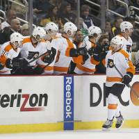 Simmonds stars as Flyers beat Pens for second time in as many days