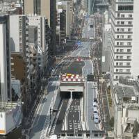 A new stretch of Loop Road No. 2 opens to traffic in central Tokyo on Saturday. | KYODO