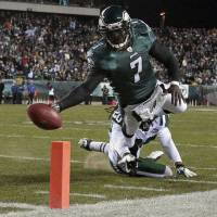 Flying first class: Quarterback Michael Vick signed a one-year contract with the New York Jets on Friday. | AP