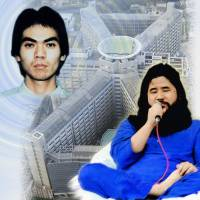 Portraits of Aum Shinrikyo founder Shoko Asahara (right) and cultist Makoto Hirata are superimposed on a photo of the Tokyo Detention Center, where they are being held. | KYODO