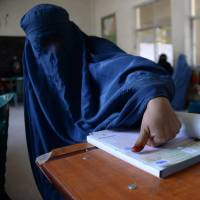 Afghan hopefuls court female vote