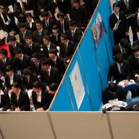 University students attend Rikunabi Super Live Tokyo, a job fair hosted by Recruit Career Co., at the Makuhari Messe convention center in Chiba in December. | BLOOMBERG