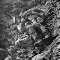In this picture released by the International Contemporary Documentation Library, dead French and German soldiers lie in a trench after a fight to the death in October 1916. | AFP-JIJI