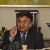 Pervez Musharraf addresses foreign reporters at his farmhouse in Islamabad on Dec. 29, 2013. | AFP-JIJI