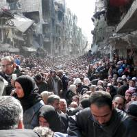 Aid deliveries in Damascus grind to a halt as fresh fighting erupts