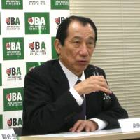 Changes in the works: (From left) Yasuhiko Fukatsu, the Japan Basketball Association's acting president, and Mitsuru Maruo, JBA vice president, speak at a news conference in Tokyo on Saturday to provide basic details of a new pro basketball league for the 2016-17 season. | KAZ NAGATSUKA