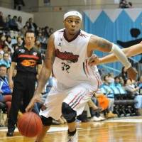 Leadership presence: Nara guard Joe Chapman, seen driving on Kyoto's David Palmer in a recent game, has been a veteran mentor for the first-year franchise. | COURTESY PHOTO