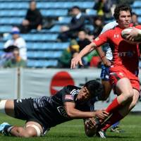 Nowhere to run: Wales' Ross Thomas is tackled by New Zealand's Akira Ioane at the Tokyo Sevens on Saturday. | AFP-JIJI