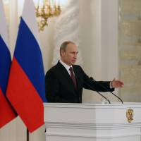 Putin signs treaty for Crimea to join Russia