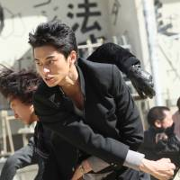 Violent youth: Lone wolf Kazeo Kaburagi (Masahiro Higashide) leads the fray in 'Crows Explode.' | © 2014 HIROSHI TAKAHASHI /