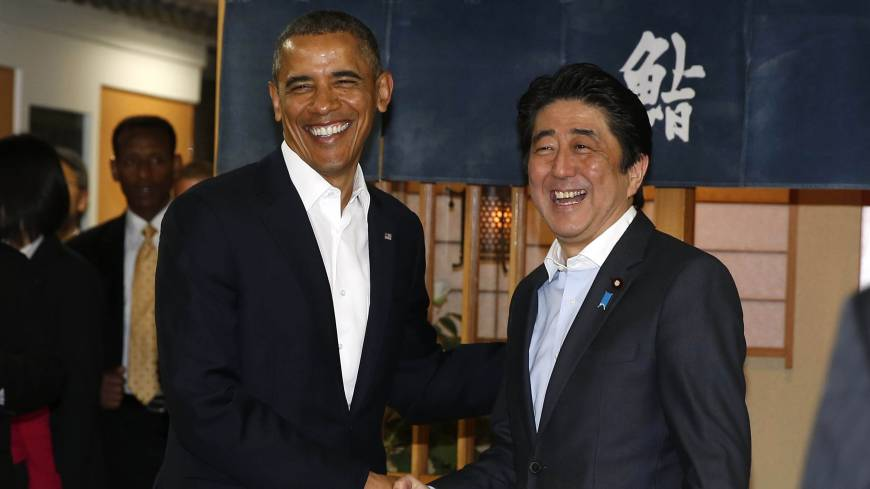 U.S. President Barack Obama is welcomed to the restaurant Sukiyabashi Jiro by Prime Minister Shinzo Abe in Tokyo on Wednesday.