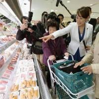 Consumer affairs minister Masako Mori visits an Ito-Yokado supermarket in Koto Ward, Tokyo, on Tuesday morning to size up the situation on Day 1 of the consumption tax hike. | KYODO