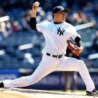 Blazing: New York's Masahiro Tanaka fires a pitch against the Chicago Cubs in the first inning on Wednesday. | KYODO