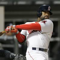 Bradley lifts BoSox in 14th