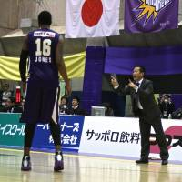 Tough times: Led by second-year coach Motofumi Aoki, seen in this file photo from December 2012, the Tokyo Cinq Reves have lost 33 of 46 games this season. | KAZ NAGATSUKA