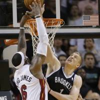 Nets complete season sweep of Heat