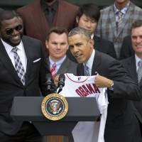 Uehara, Tazawa visit White House as Obama honors BoSox