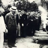 Emperor Hirohito visits Tochigi farmers before the Cannabis Control Act was passed in 1948. | COURTESY OF TAIMA HAKUBUTSUKAN