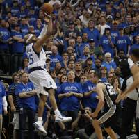 Carter's buzzer-beater gives Mavs 2-1 lead over Spurs