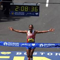 Emotional victory: American Meb Keflezighi crosses the finish line to win the Boston Marathon on Monday. Keflezighi moved to the United States at 12 when his family left Ethiopia. | AFP-JIJI