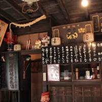 Kagiya, a bar where Edo residents would drink Kabuto Beer, reconstructed in the Edo-Tokyo Open-Air Architectural Museum. | KIT NAGAMURA