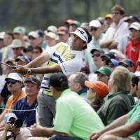 Watson takes lead at Augusta