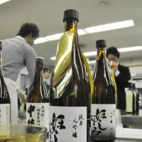 Hoshi-izumi beat out 48 other sake brands to win the top prize at a tasting event in Nagoya on April 2.  | CHUNICHI SHIMBUN