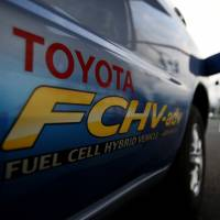 Toyota ratchets up 'green car' race with 2015 fuel cell vehicle launch