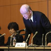Riken President Ryoji Noyori apologizes during a news conference in Tokyo on Tuesday. | AP
