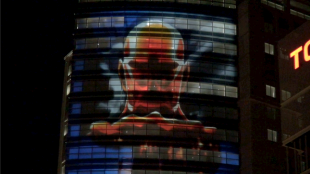 [VIDEO] 'Attack on Titan' projection mapping