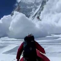 The avalanche that killed at least 13 Sherpas barrels down a mountain in the Mount Everest region on Friday. | AFP-JIJI