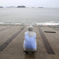 Storm swell hampers South Korean ferry search