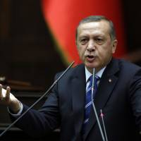 Turkey's Erdogan calls on U.S. to extradite rival Gulen