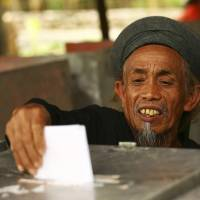 Islamic parties bounce back in Muslim-majority Indonesia