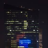 Skyscraper-sized Tetris game wows U.S. city