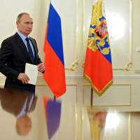 Putin turns up economic heat before Ukraine talks
