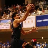 In the hunt: Rizing Fukuoka guard Jun Nakanishi and his teammates earned the West's No. 5 playoff seed. | HIROAKI SHUTO