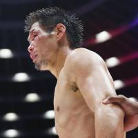 Stick and move: A bloodied Hozumi Hasegawa looks on during the fourth round of his title fight against Kiko Martinez on Wednesday in Osaka. | KYODO