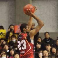 Superb impact: Akita All-Star forward Richard Roby (right) energized his team throughout the season, helping the Northern Happinets win 40 of 52 regular-season games. | TAKASHI SATO