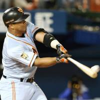 Giants slugger Lopez belts winning HR in 10th