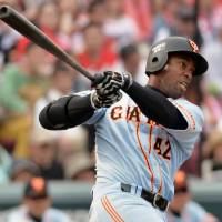 Giants' Anderson knocks in four runs in rout