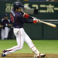 Stepping up: Tokyo Yakult Swallows' Tetsuto Yamada has three RBIs in a 9-1 shellacking of the Yomiuri Giants on Wednesday at Tokyo Dome. | KYODO
