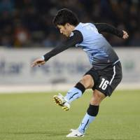 What was needed: Kawasaki Frontale's Ryota Oshima scores a go-ahead goal in the second half against Western Sydney Wanderers in an Asian Champions League Group H match on Tuesday. Frontale won 2-1. | KYODO