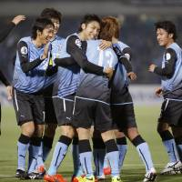 A step closer: Kawasaki Frontale, celebrating Yoshito Okubo's first-half goal, beat Ulsan Hyundai 3-1 on Tuesday in the Asian Champions League and advanced to the last 16. | KYODO