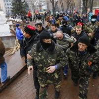 Ukraine in bloody battle to oust pro-Russian gunmen in east