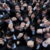 Vocational school students hold a rally to kick off the job-hunting season in Tokyo on Jan. 29. | BLOOMBERG