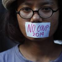 Yingluck, Thai protest leaders held