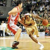 Standard of excellence: Big man Jeff Newton has helped the Golden Kings advance to the Final Four in five of his six seasons in a Ryukyu uniform. | YOSHIAKI MIURA